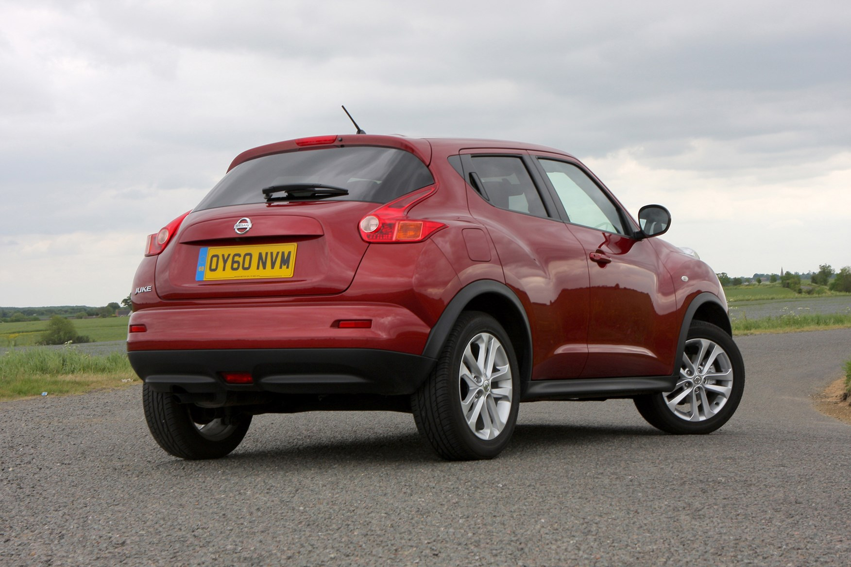 nissan juke estate 2010 features equipment and accessories parkers