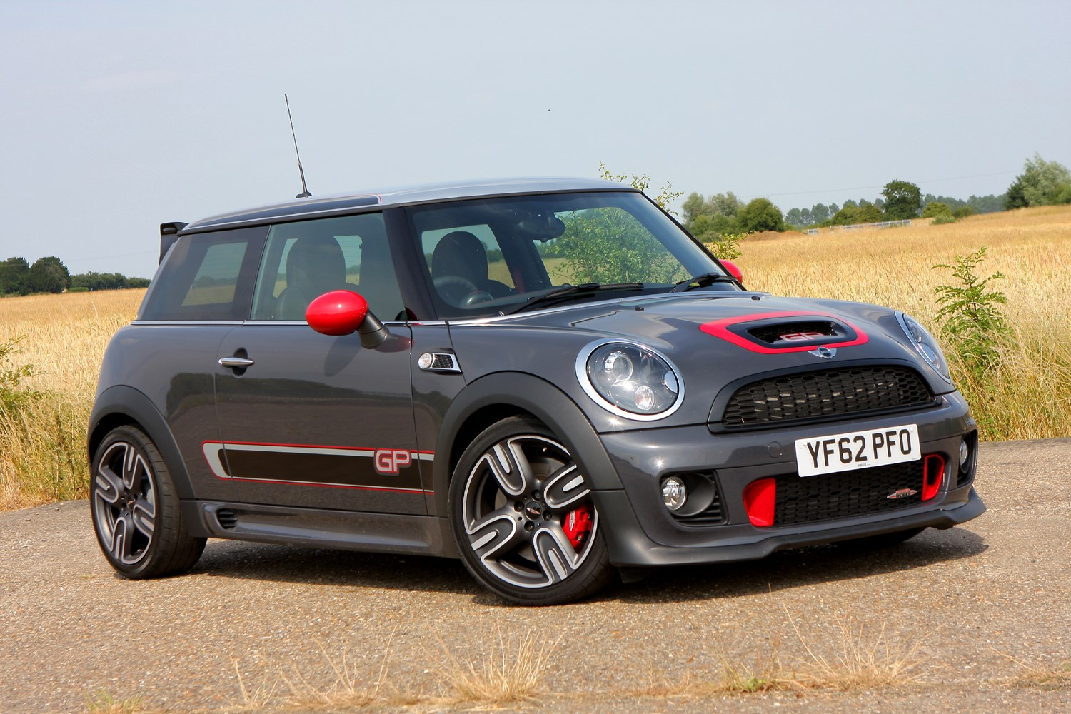 mini john cooper works hatchback 2008 2016 features equipment and accessories parkers. Black Bedroom Furniture Sets. Home Design Ideas