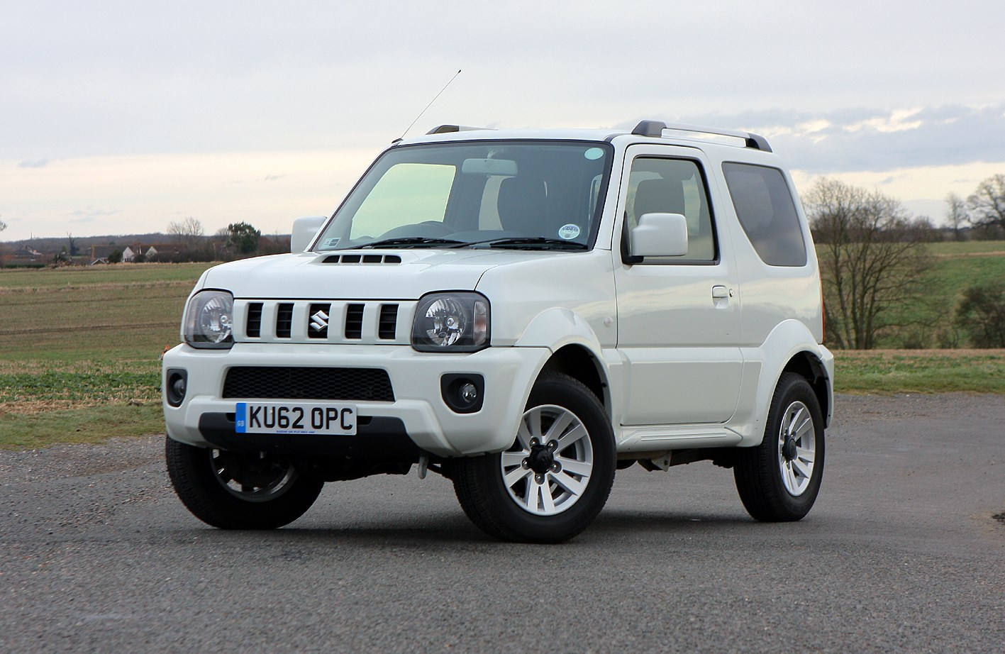 suzuki jimny estate 1998 features equipment and accessories parkers. Black Bedroom Furniture Sets. Home Design Ideas