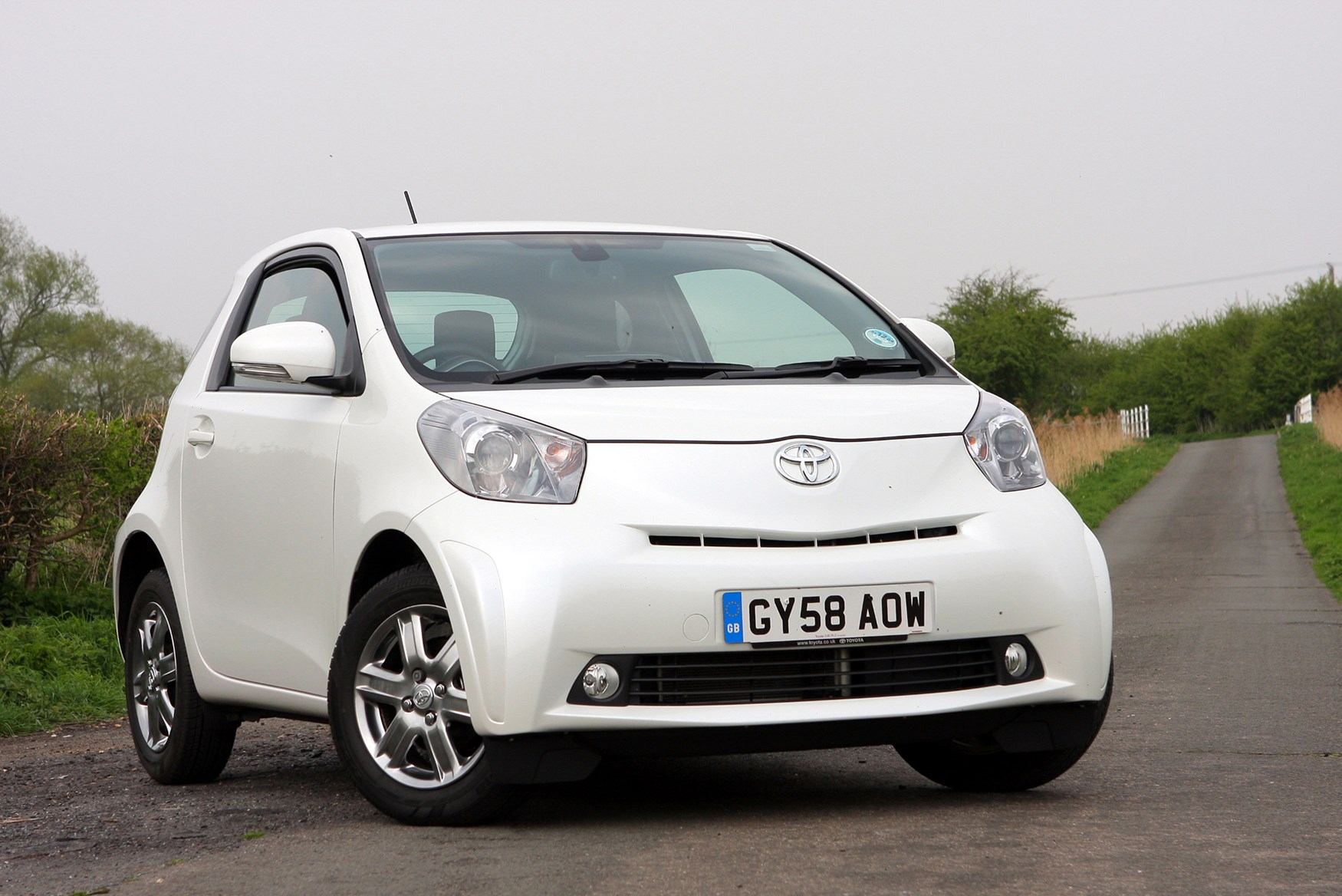 toyota iq hatchback review 2009   2014 parkers