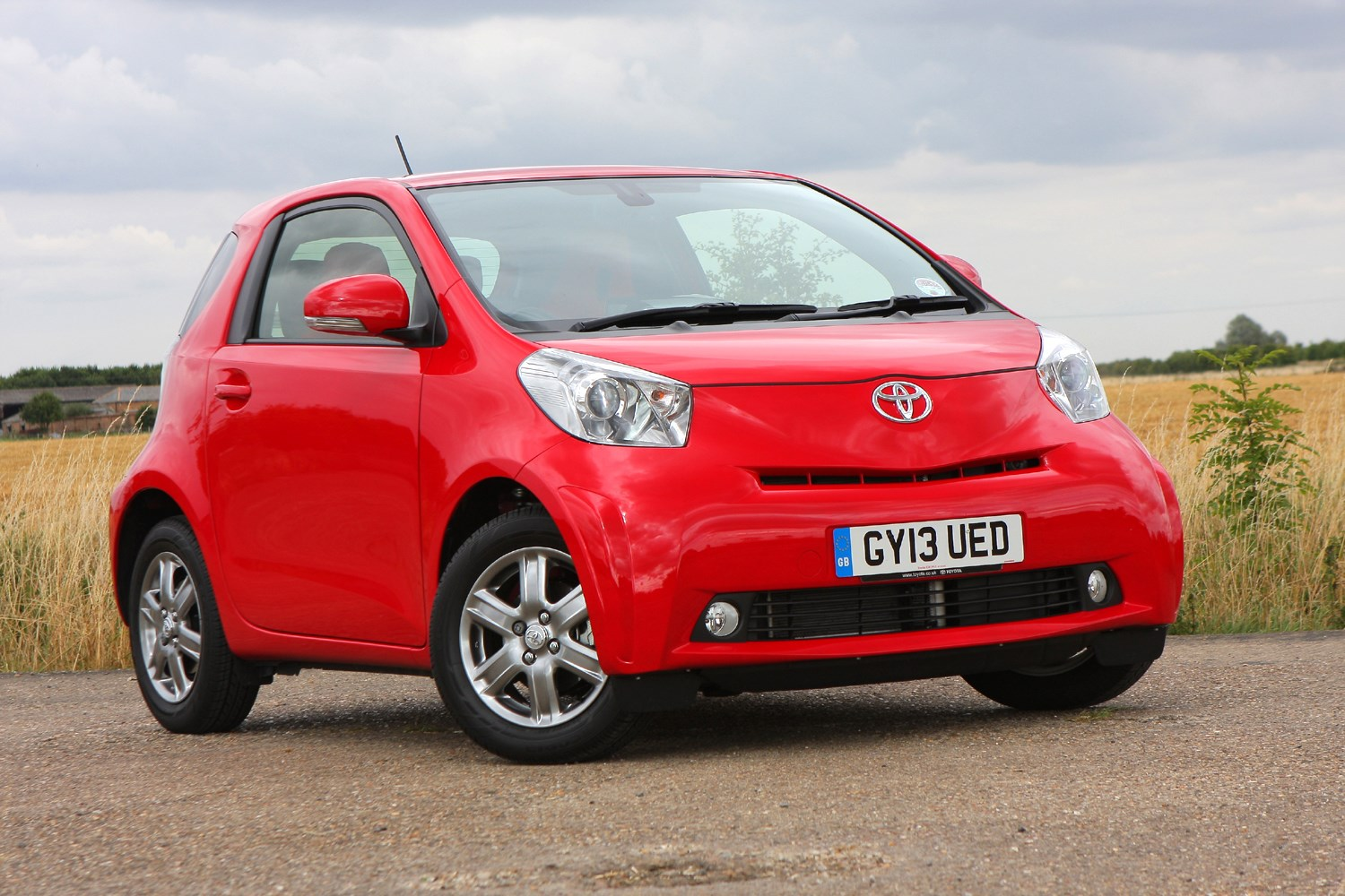 toyota iq hatchback 2009 2014 features equipment and. Black Bedroom Furniture Sets. Home Design Ideas