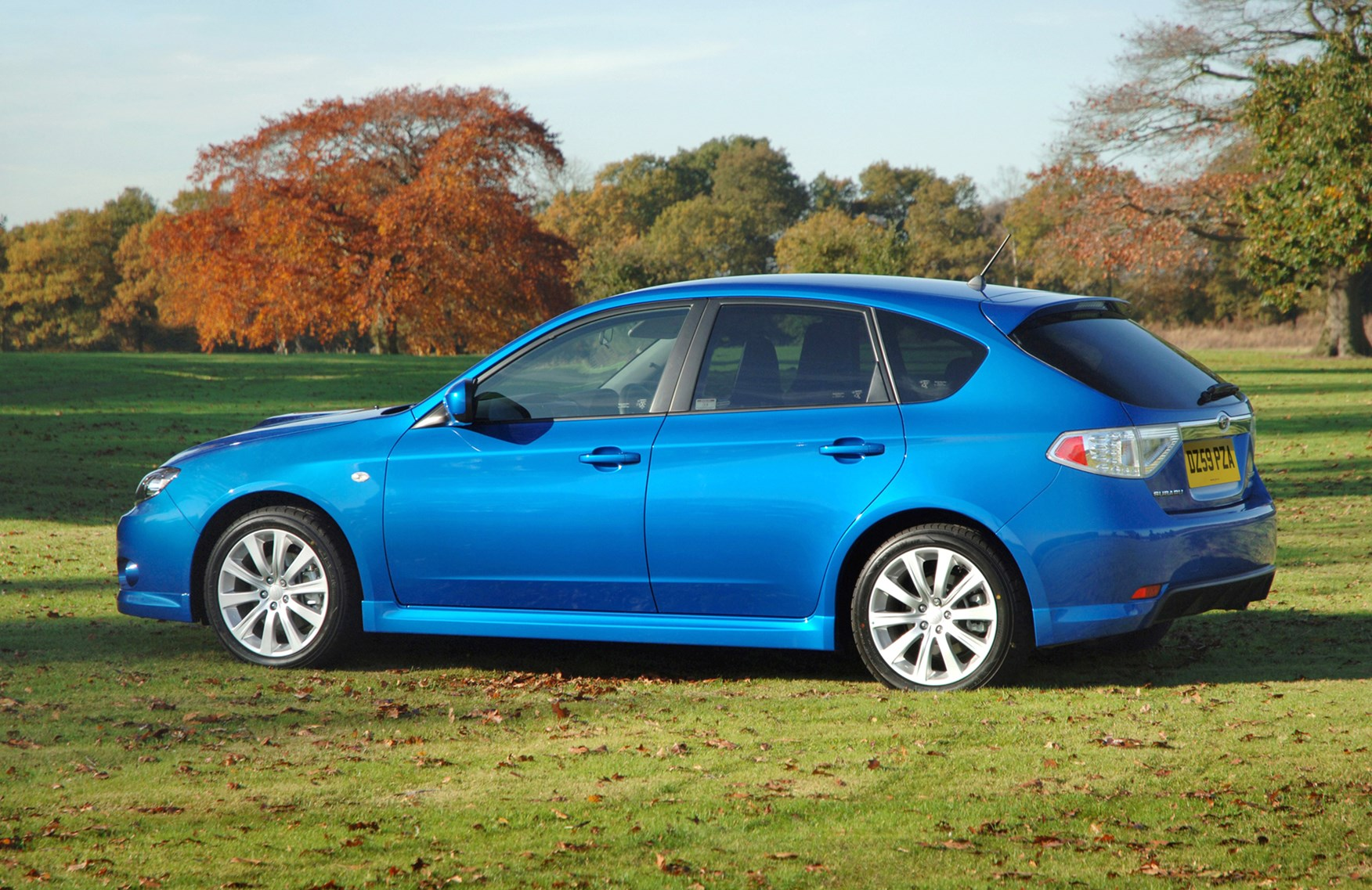 subaru impreza hatchback review 2007 2012 parkers. Black Bedroom Furniture Sets. Home Design Ideas