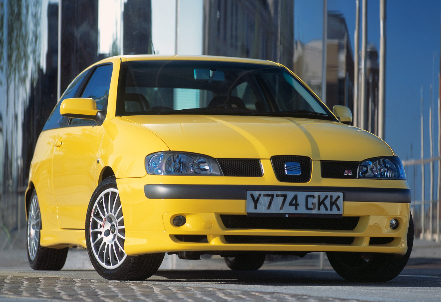 seat ibiza hatchback 1999 2002 features equipment and accessories parkers. Black Bedroom Furniture Sets. Home Design Ideas