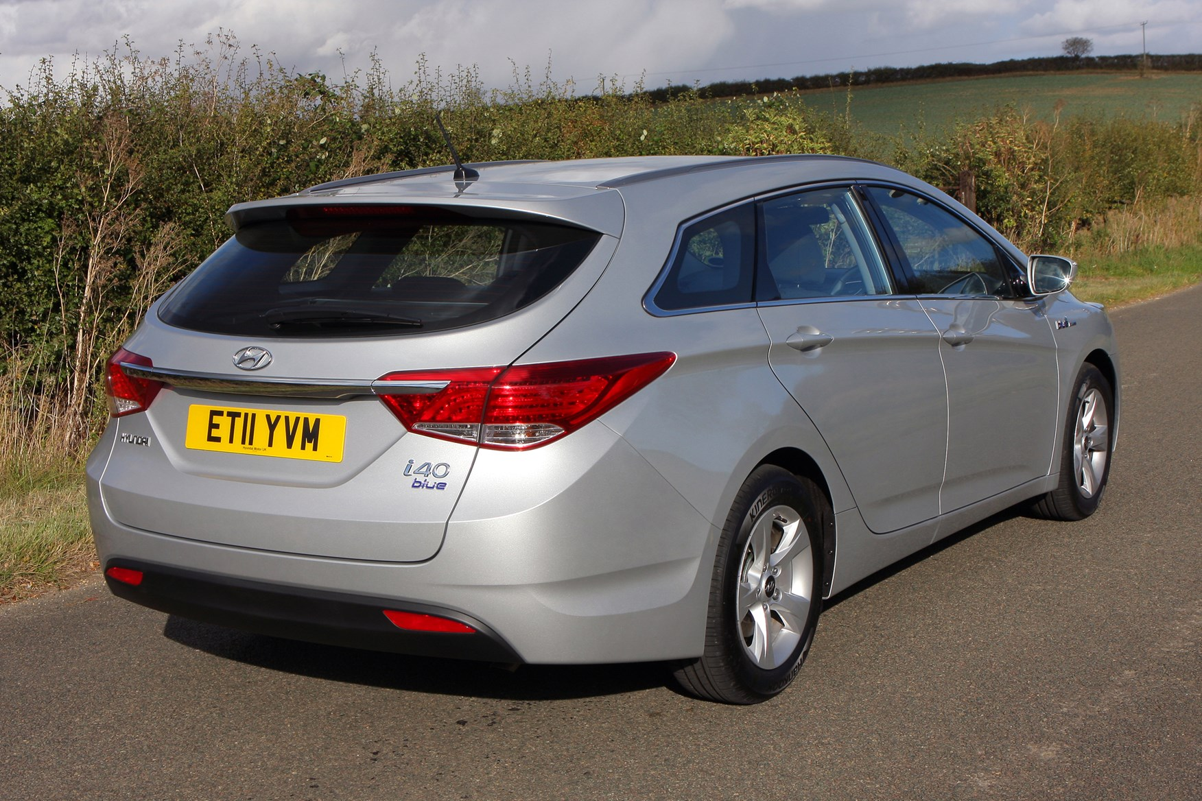 hyundai i40 tourer 2011 features equipment and accessories parkers. Black Bedroom Furniture Sets. Home Design Ideas