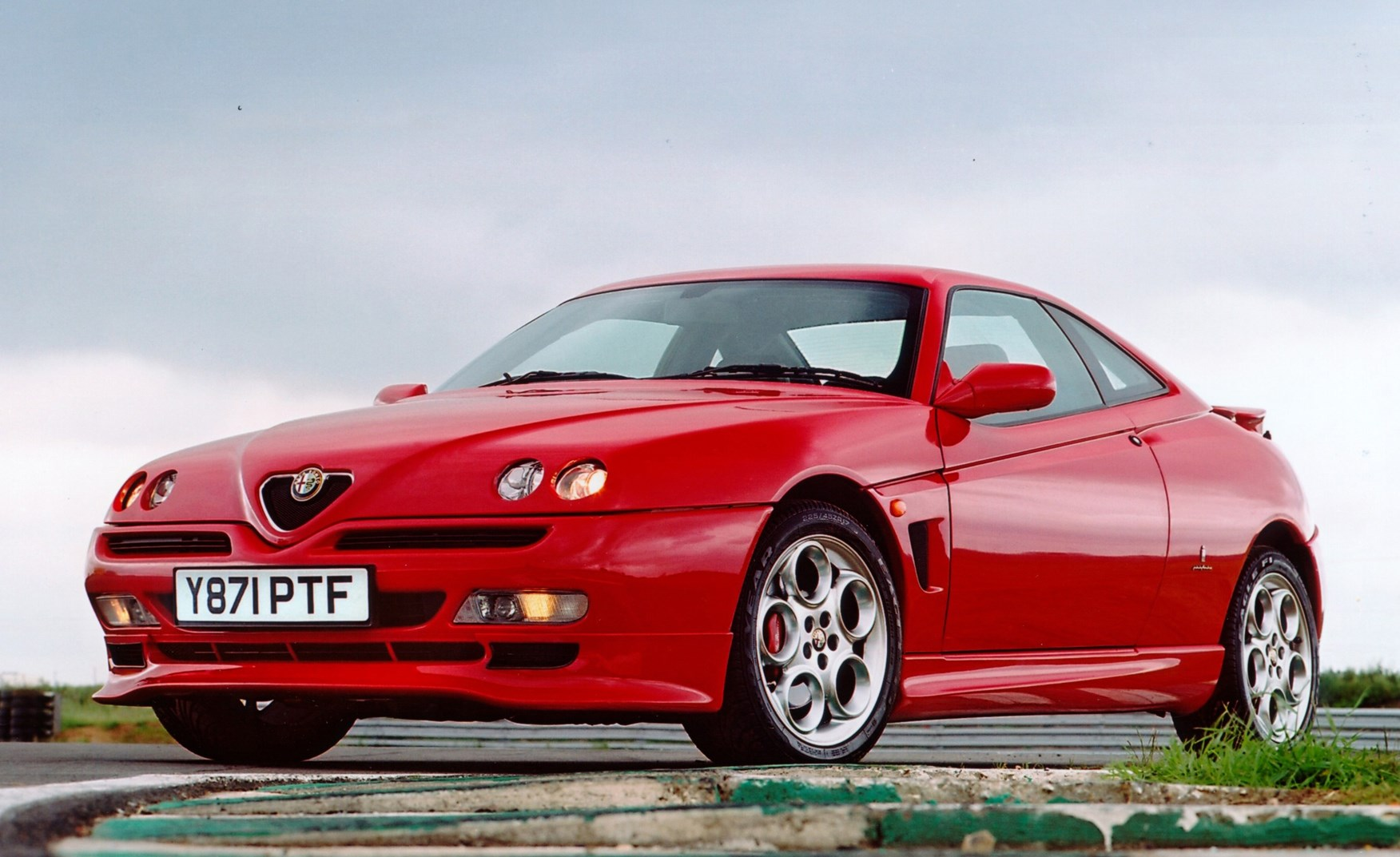 alfa romeo gtv coupe review 1996 2004 parkers. Black Bedroom Furniture Sets. Home Design Ideas