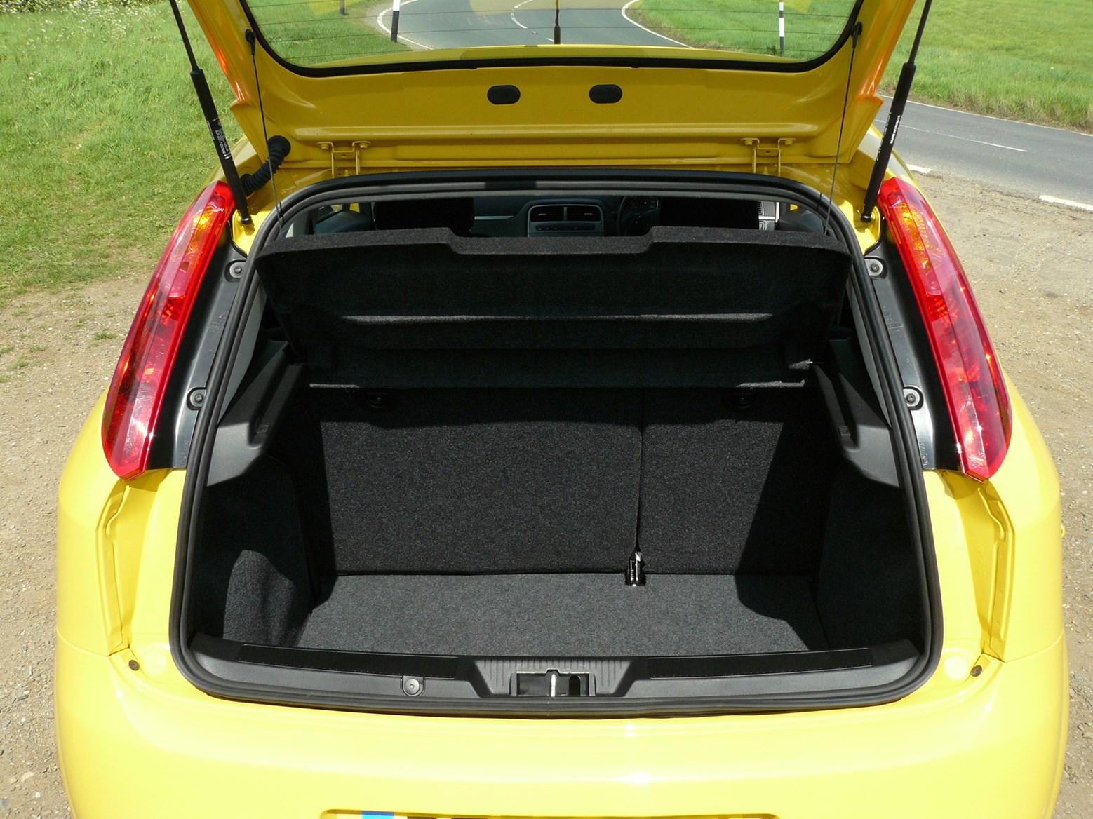fiat grande punto hatchback review 2006 2010 parkers. Black Bedroom Furniture Sets. Home Design Ideas