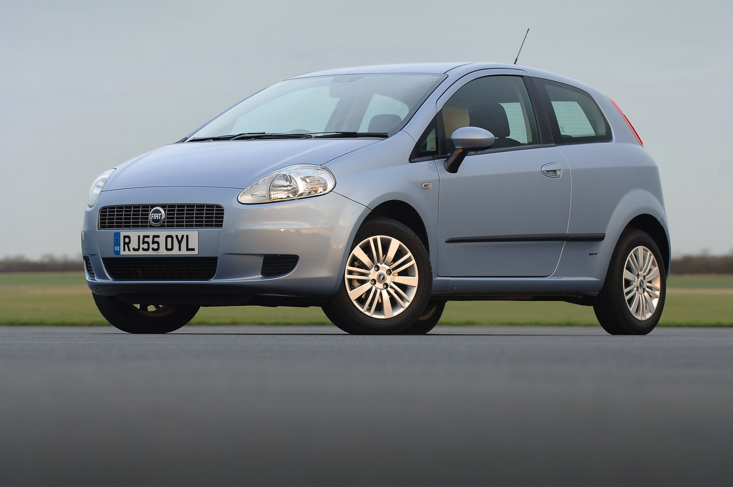 fiat grande punto hatchback review 2006 2010 parkers. Black Bedroom Furniture Sets. Home Design Ideas
