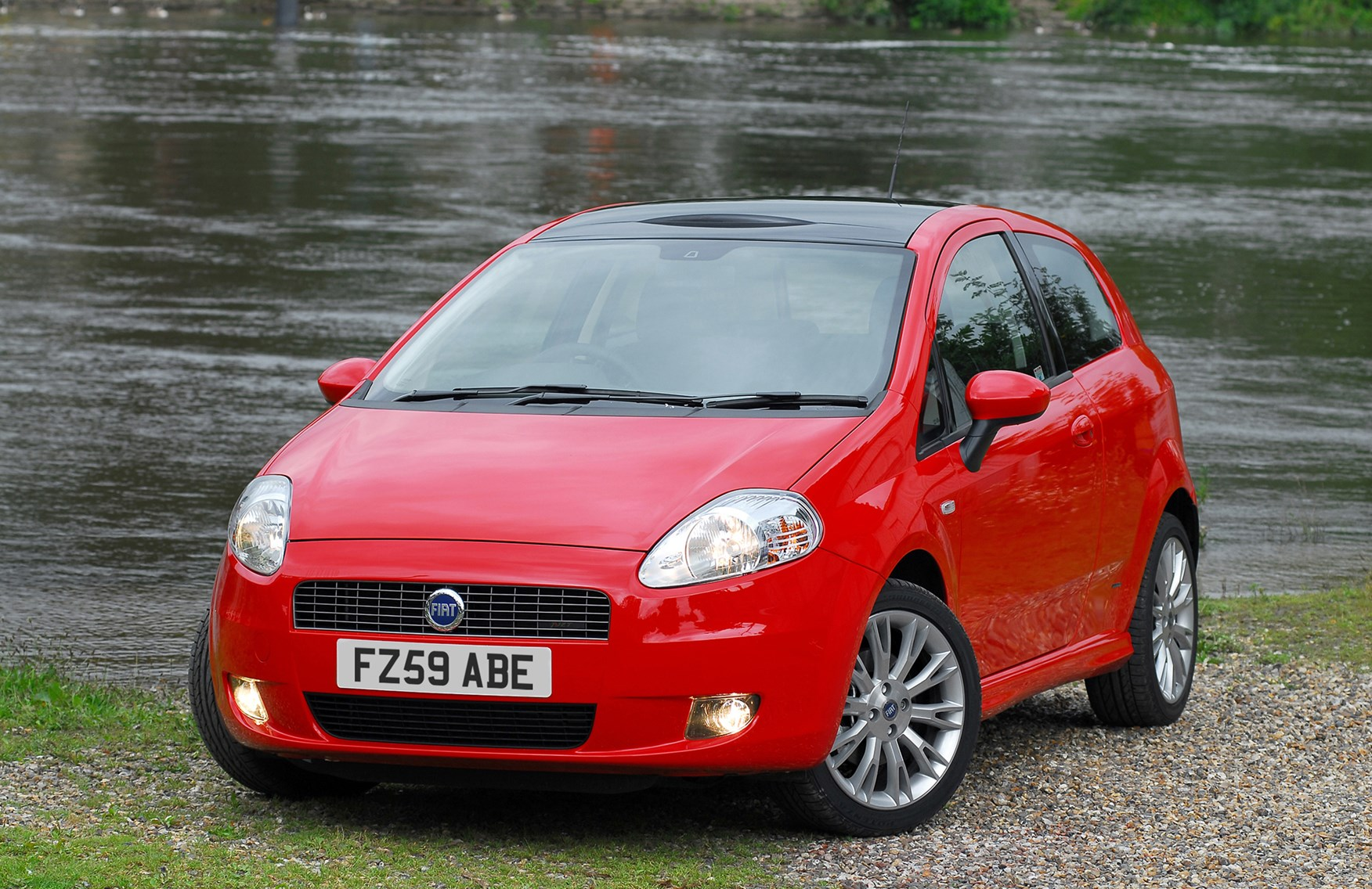 fiat grande punto hatchback 2006 2010 features equipment and accessories parkers