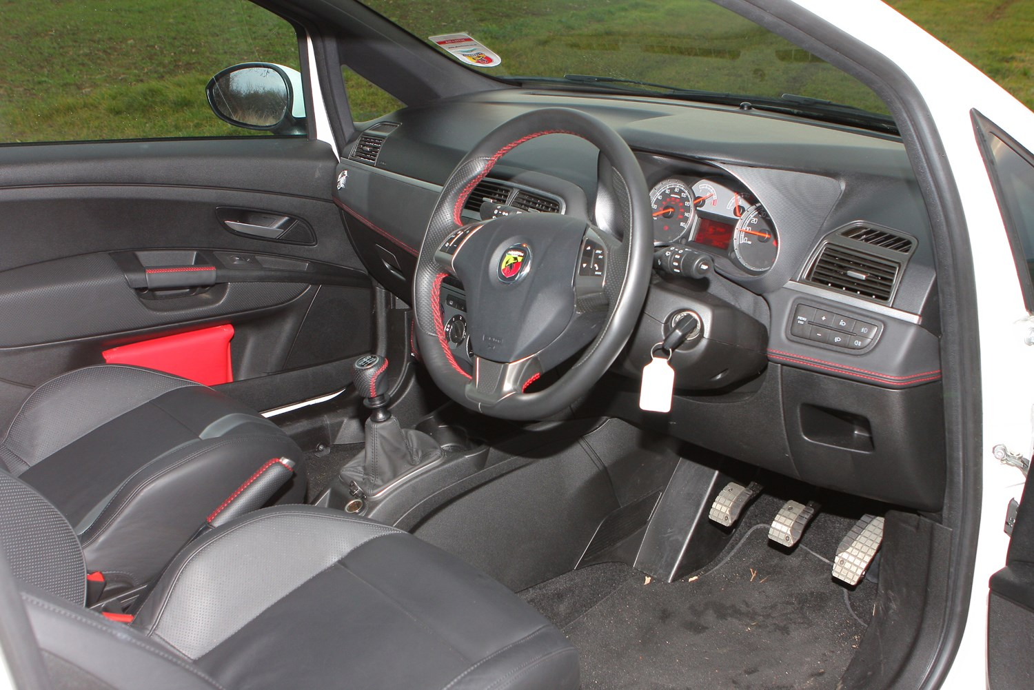 abarth grande punto hatchback 2008 2010 features. Black Bedroom Furniture Sets. Home Design Ideas
