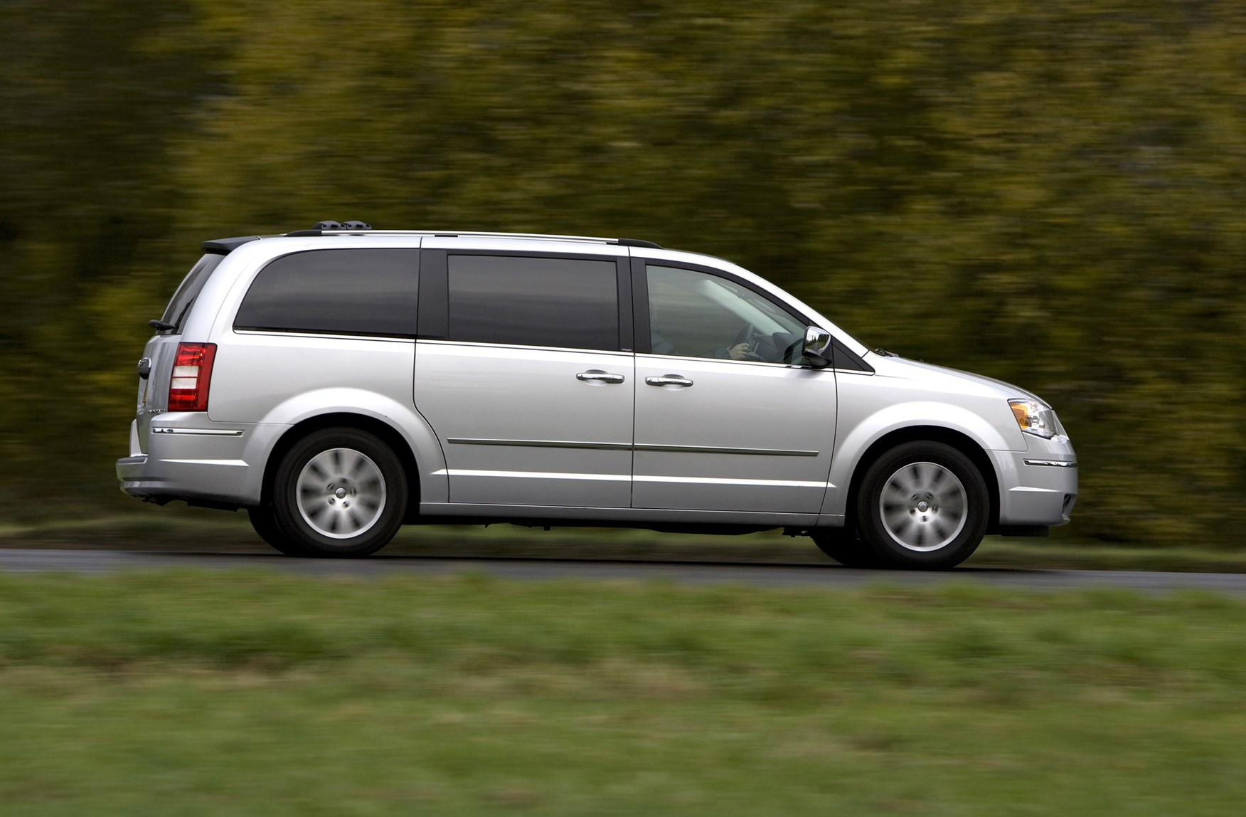 chrysler grand voyager station wagon 2008 2015 photos. Black Bedroom Furniture Sets. Home Design Ideas