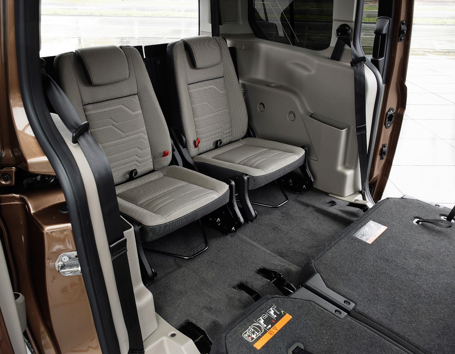 ford grand tourneo connect estate 2013 running costs. Black Bedroom Furniture Sets. Home Design Ideas