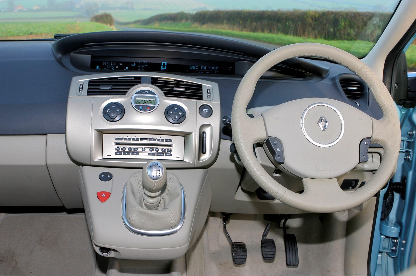 Renault grand scenic estate 2004 2009 features for Interior renault scenic