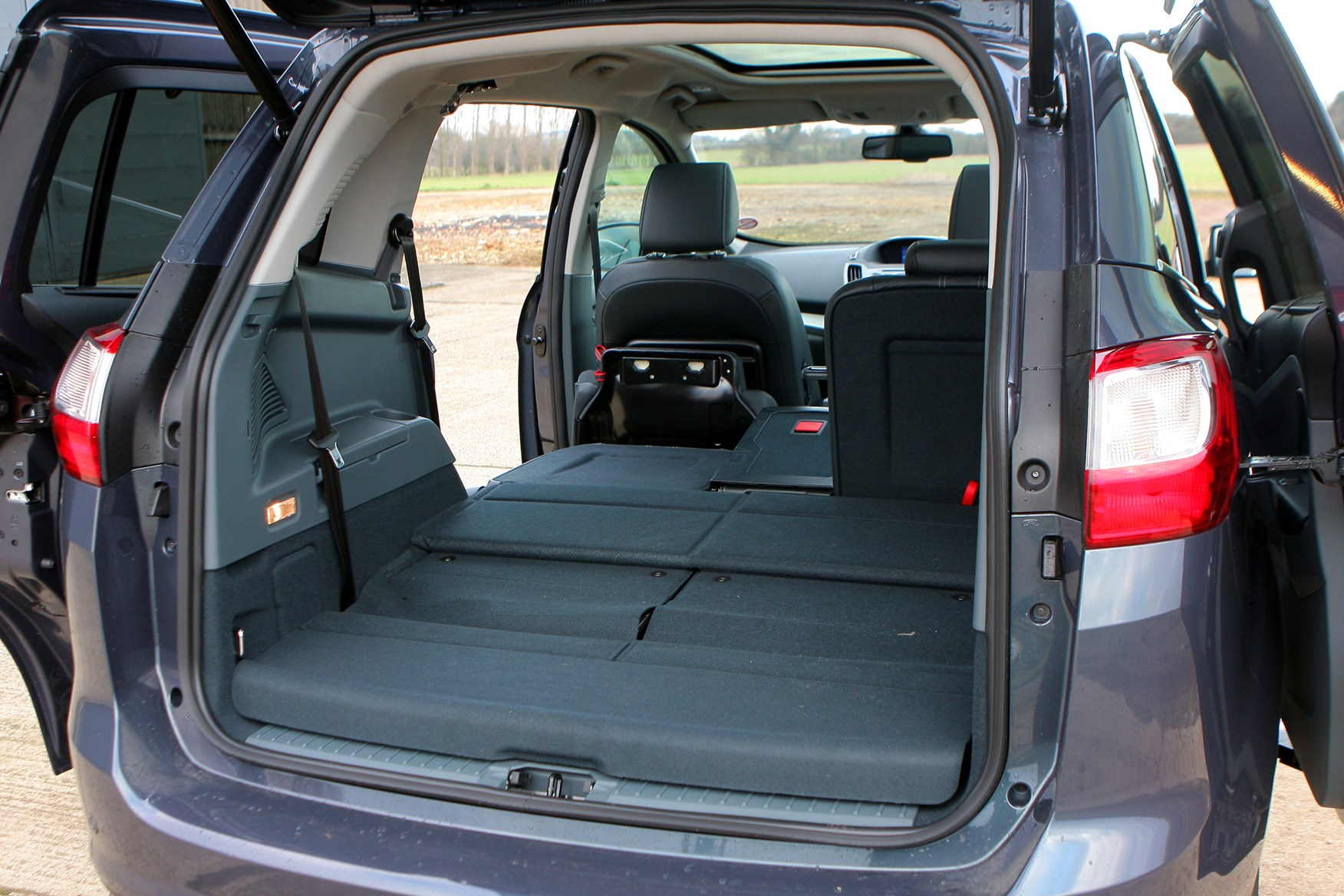 ford grand c max estate 2010 features equipment and accessories parkers. Black Bedroom Furniture Sets. Home Design Ideas