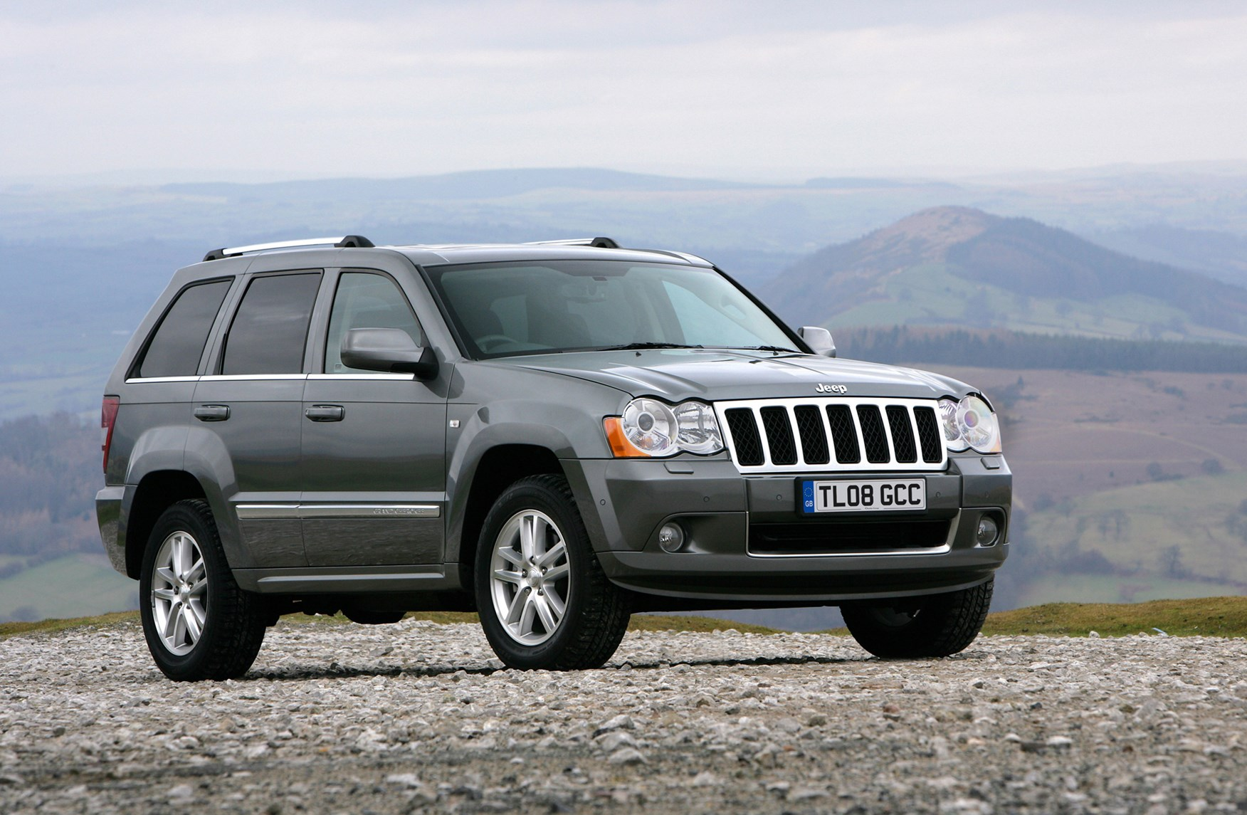 jeep grand cherokee station wagon 2005 2010 photos parkers. Black Bedroom Furniture Sets. Home Design Ideas
