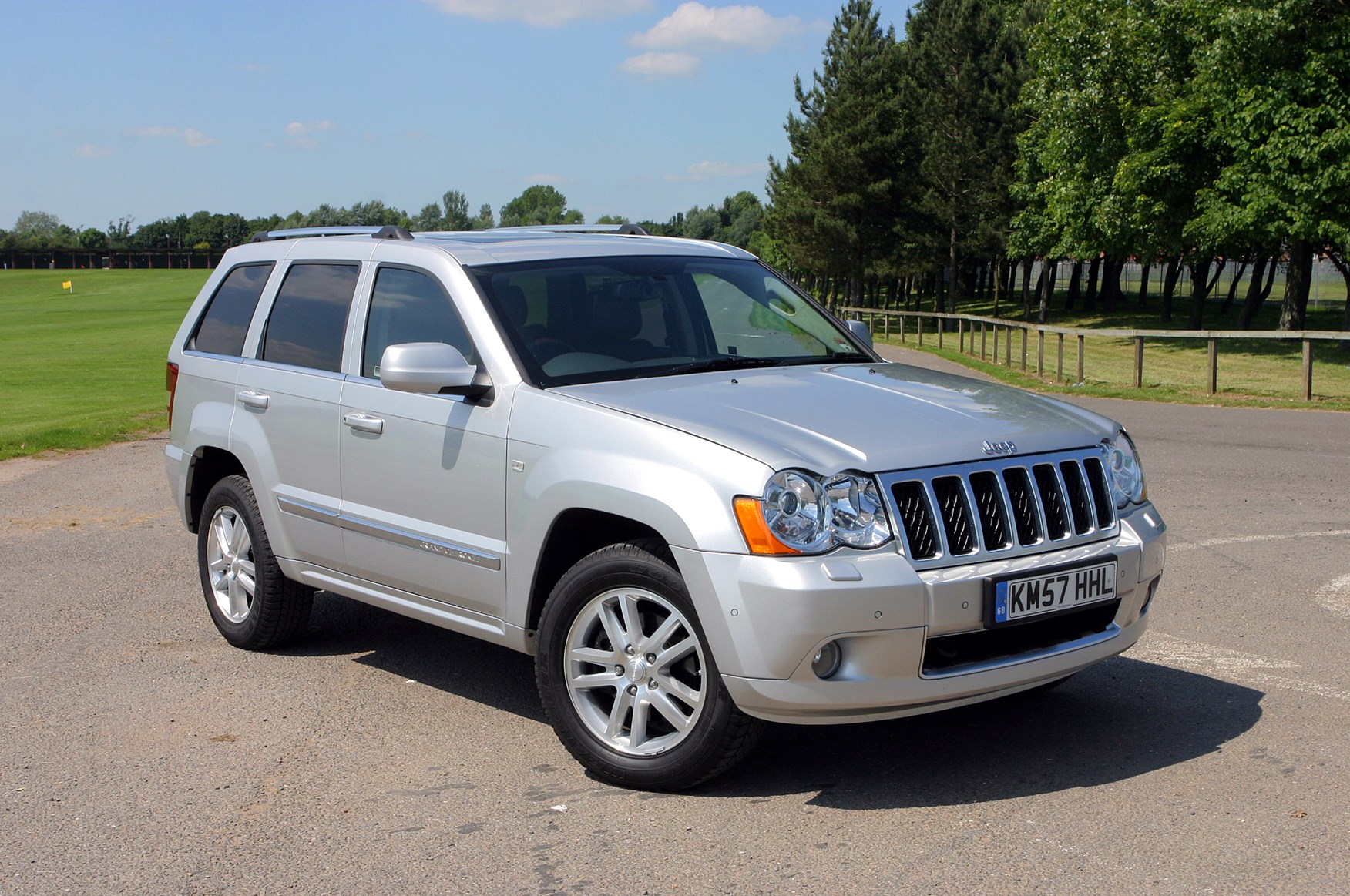 jeep grand cherokee station wagon review 2005 2010 parkers. Black Bedroom Furniture Sets. Home Design Ideas