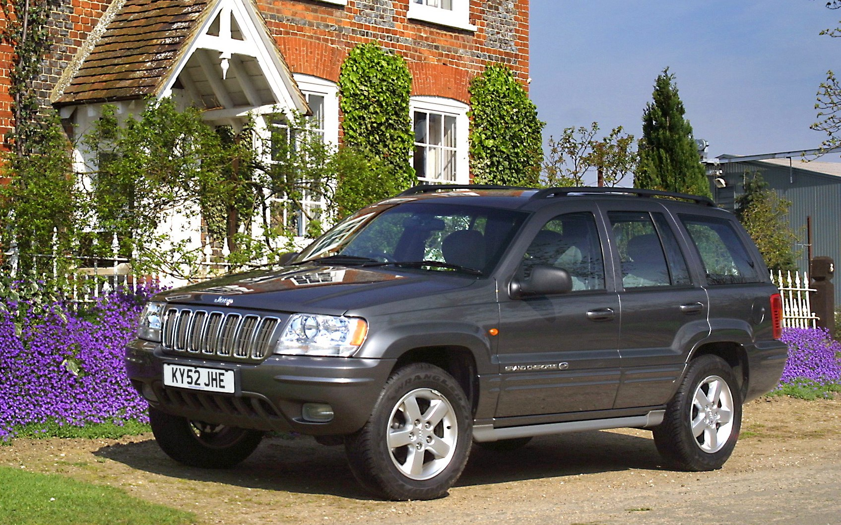 jeep grand cherokee station wagon review 1999 2004 parkers. Black Bedroom Furniture Sets. Home Design Ideas