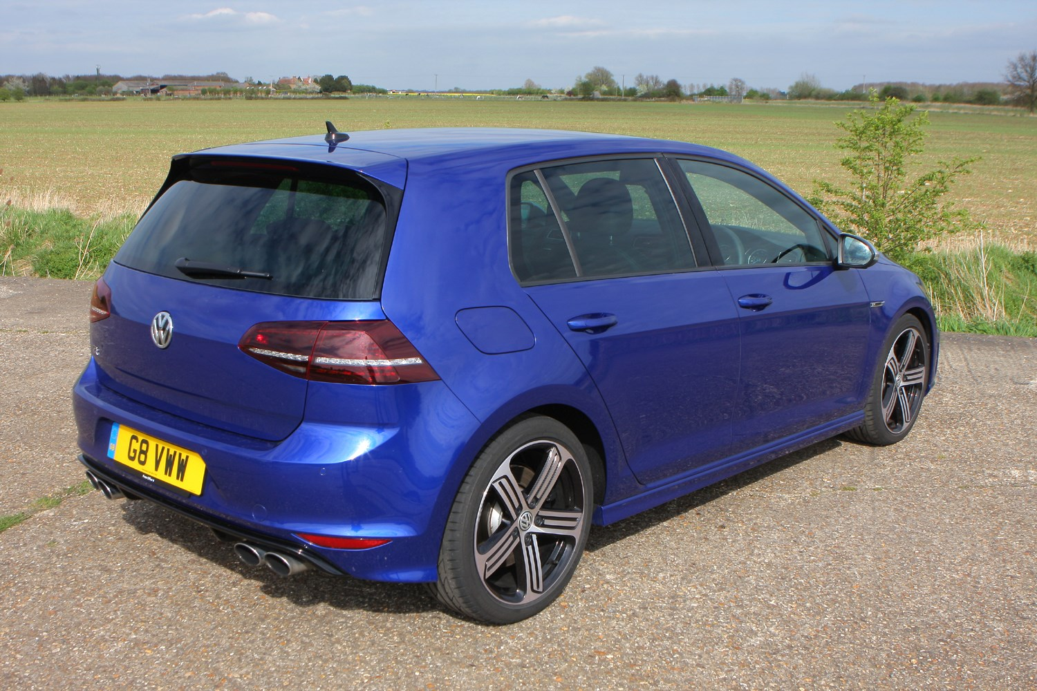 volkswagen golf r 2014 2016 features equipment and accessories parkers. Black Bedroom Furniture Sets. Home Design Ideas