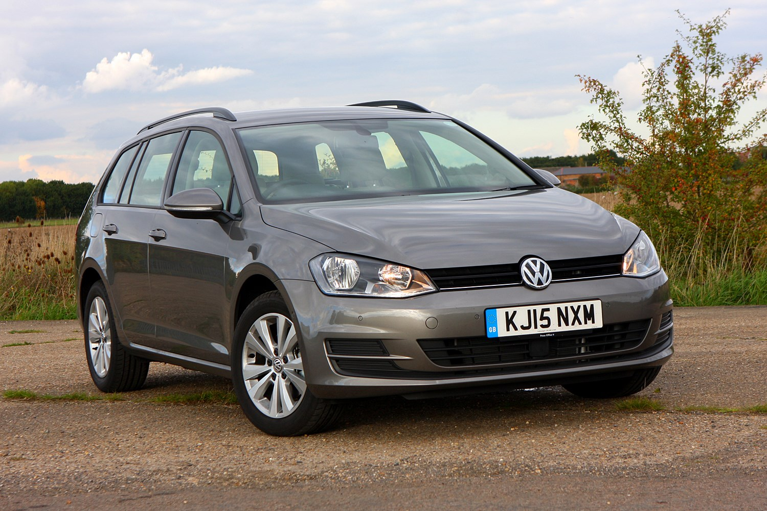 volkswagen golf estate review parkers. Black Bedroom Furniture Sets. Home Design Ideas