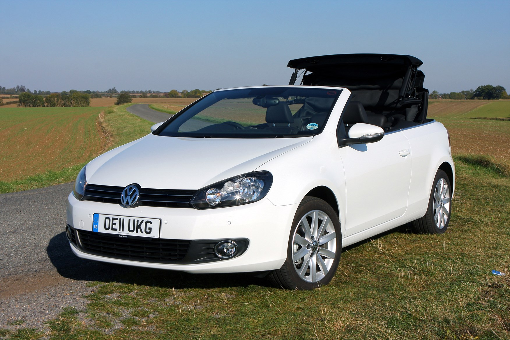 volkswagen golf cabriolet 2011 2016 features. Black Bedroom Furniture Sets. Home Design Ideas