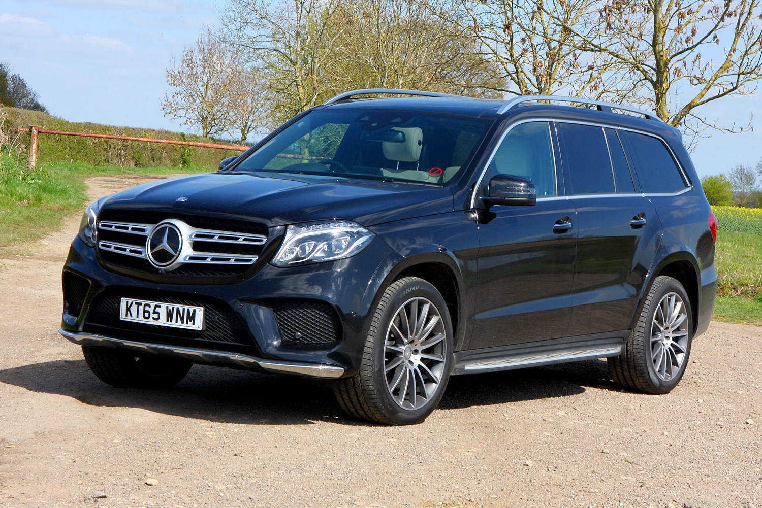 Mercedes benz gls class suv review 2016 parkers for How much is a mercedes benz suv