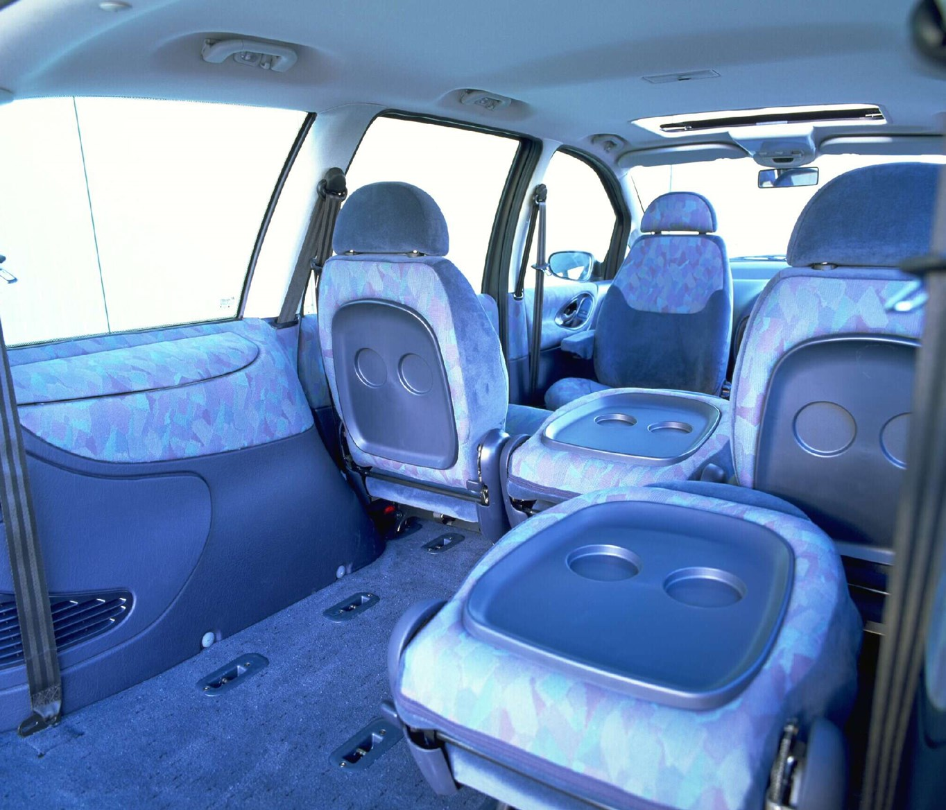 Ford galaxy estate 1995 2000 features equipment and accessories parkers