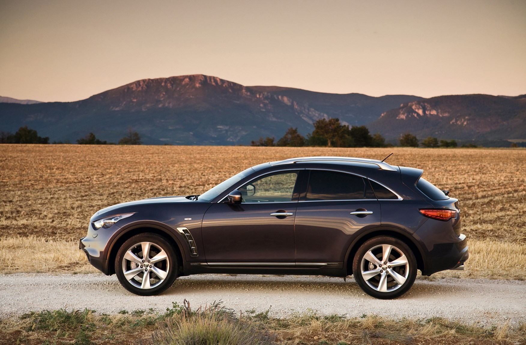 Infiniti FX Estate Review (2009 - ) | Parkers