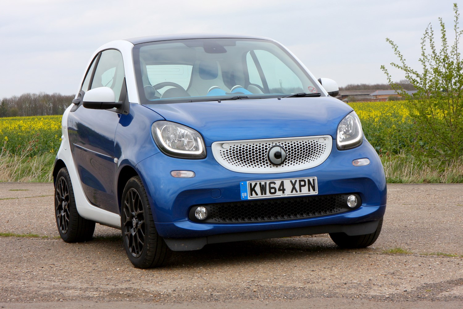 smart fortwo coupe 2015 features equipment and accessories parkers. Black Bedroom Furniture Sets. Home Design Ideas