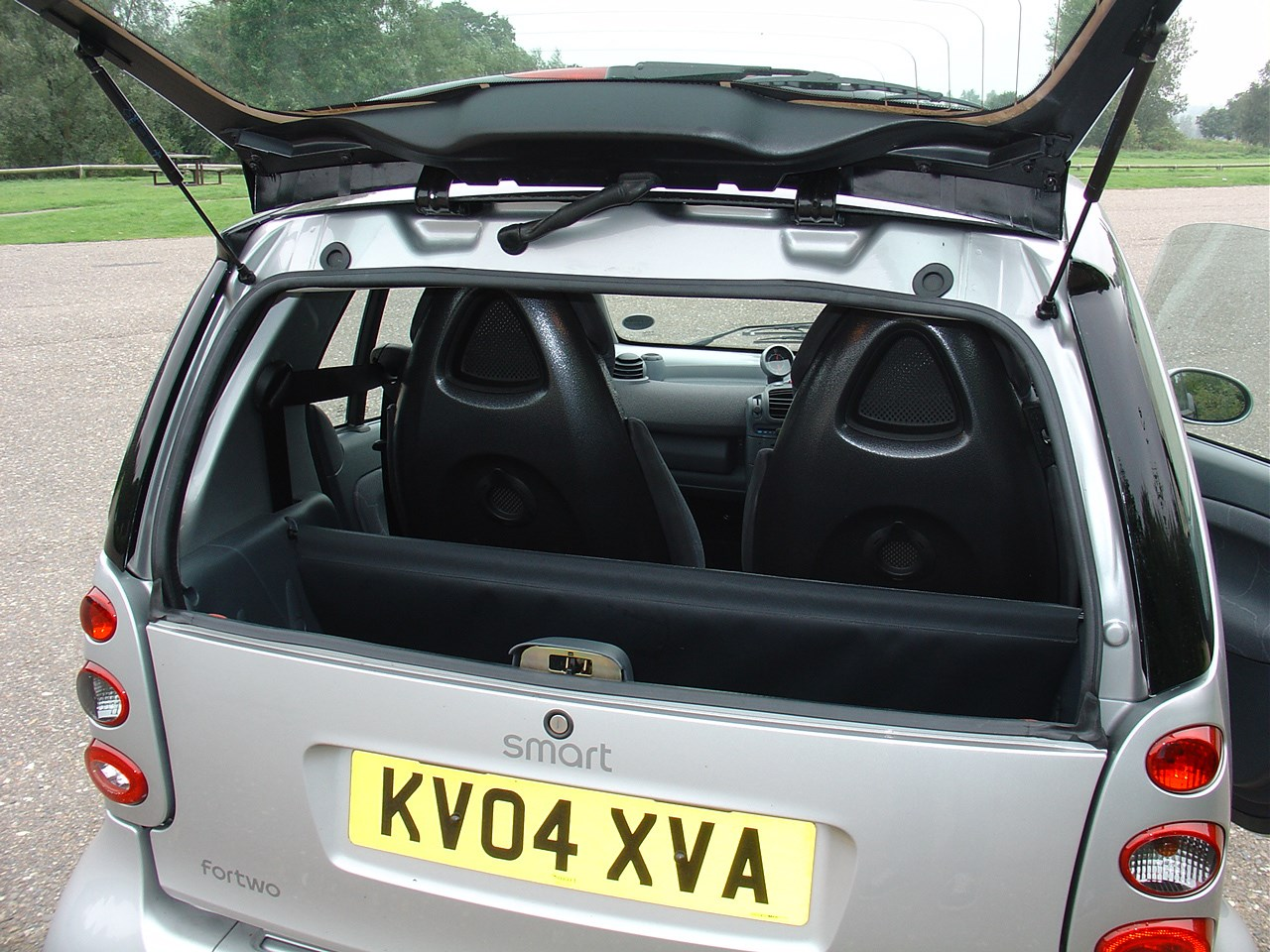 smart fortwo coupe 2004 2007 features equipment and accessories parkers. Black Bedroom Furniture Sets. Home Design Ideas