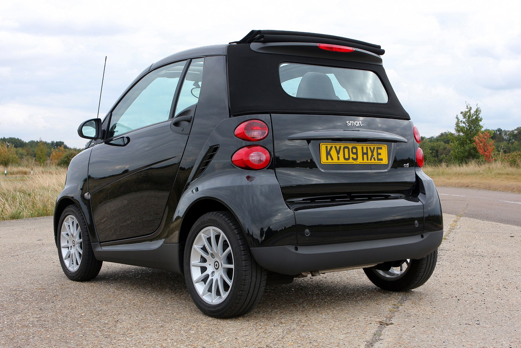 smart fortwo cabriolet 2007 2014 rivals parkers. Black Bedroom Furniture Sets. Home Design Ideas