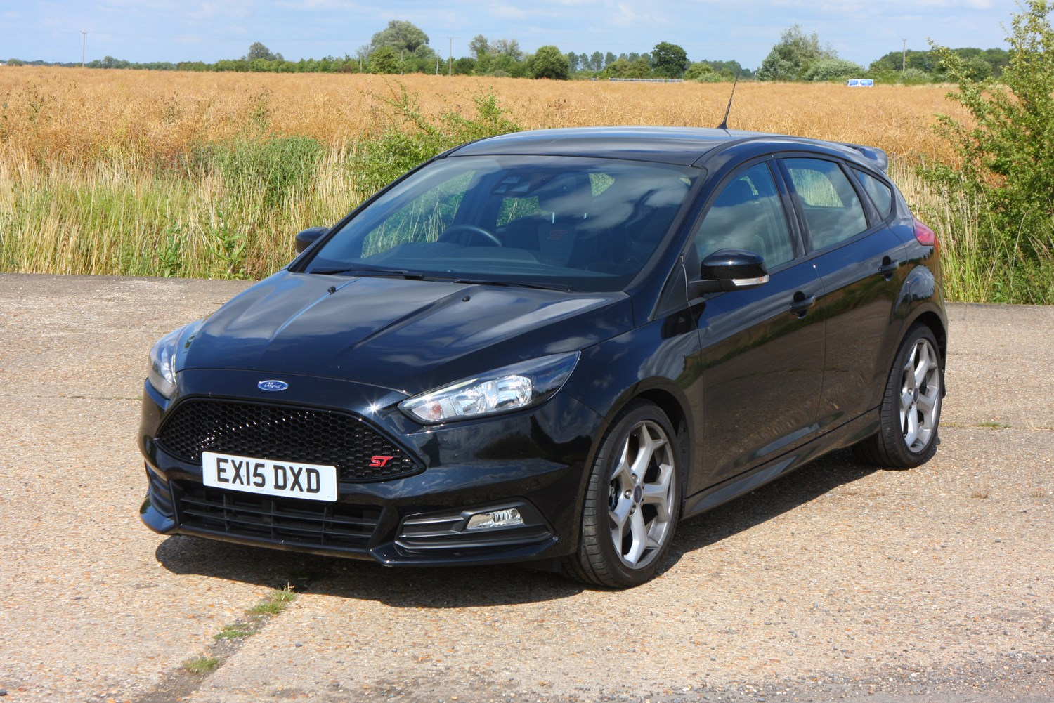 Ford focus st 2012 features equipment and accessories parkers for 2012 ford focus exterior accessories