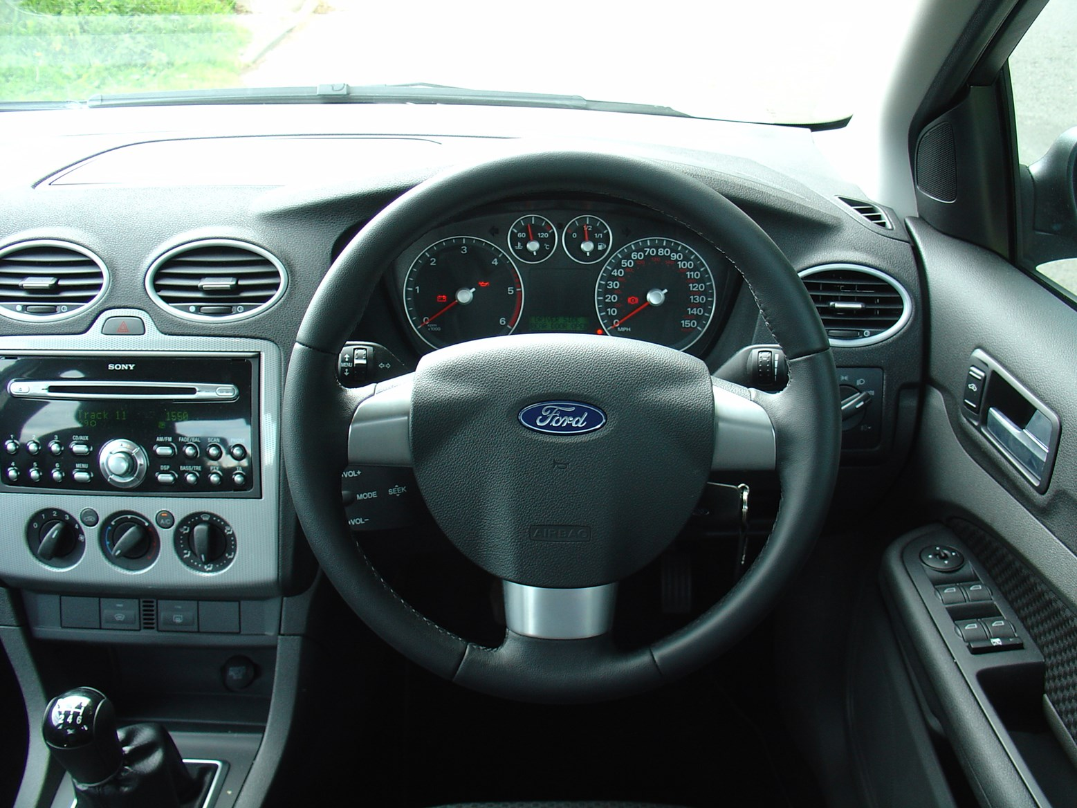 Interior: Ford Focus Saloon Review (2005 - 2009)