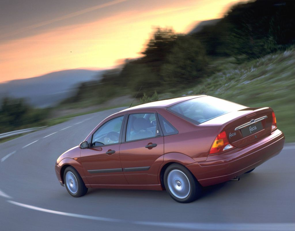 Ford Focus Saloon Review 1998 2004 Parkers