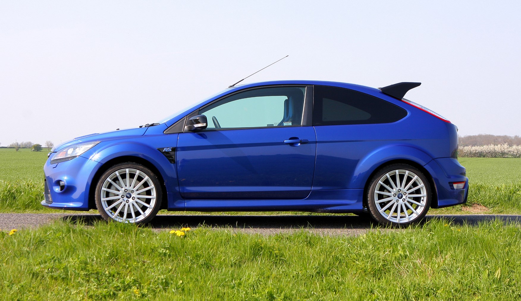 ford focus rs review 2009 2010 parkers. Black Bedroom Furniture Sets. Home Design Ideas