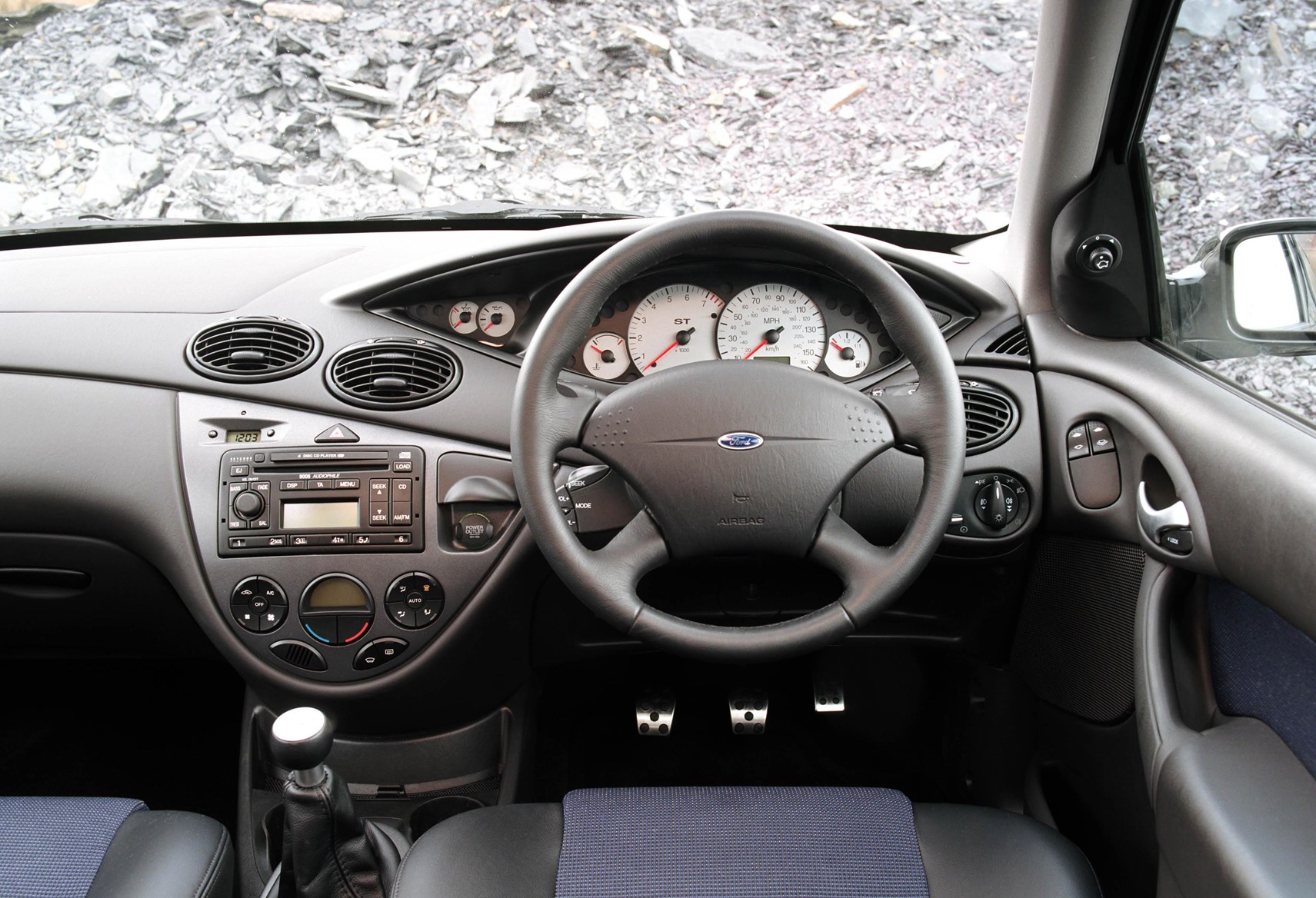 Great Ford Focus Hatchback (1998   2004) Features, Equipment And Accessories |  Parkers Design