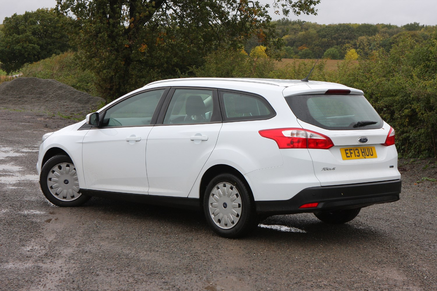 ford focus estate 2011 2018 features equipment and accessories parkers. Black Bedroom Furniture Sets. Home Design Ideas