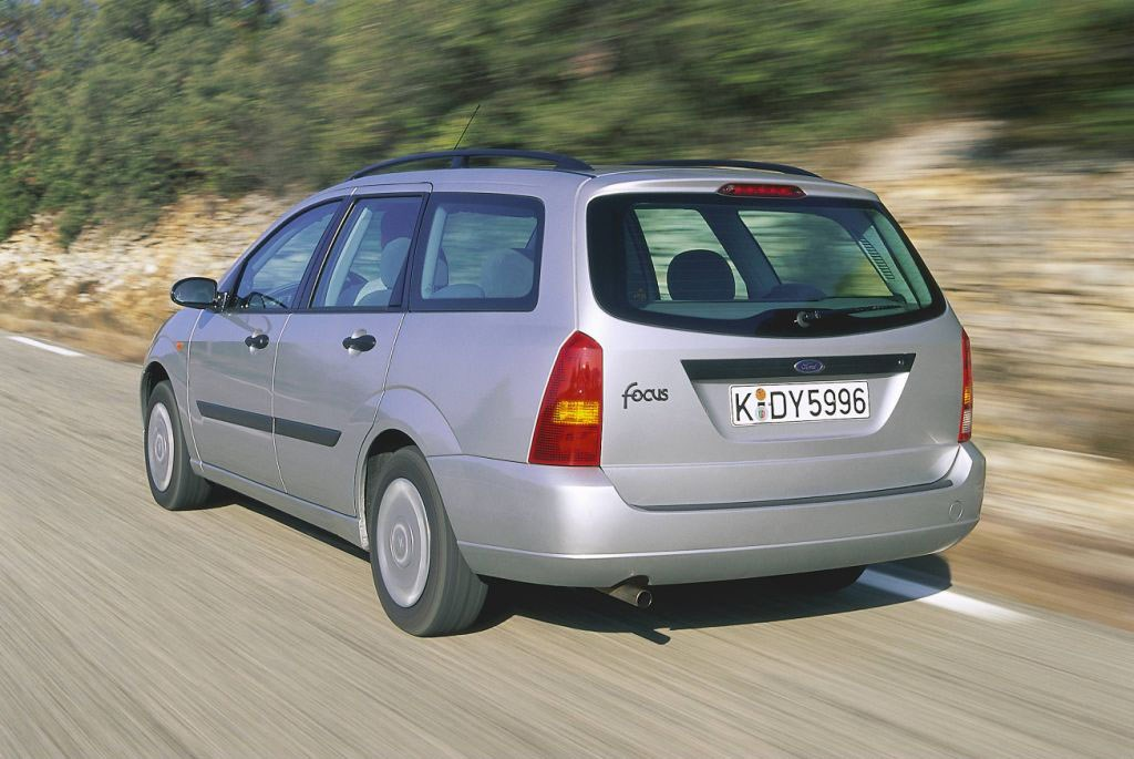 Ford Focus Estate Review  1998