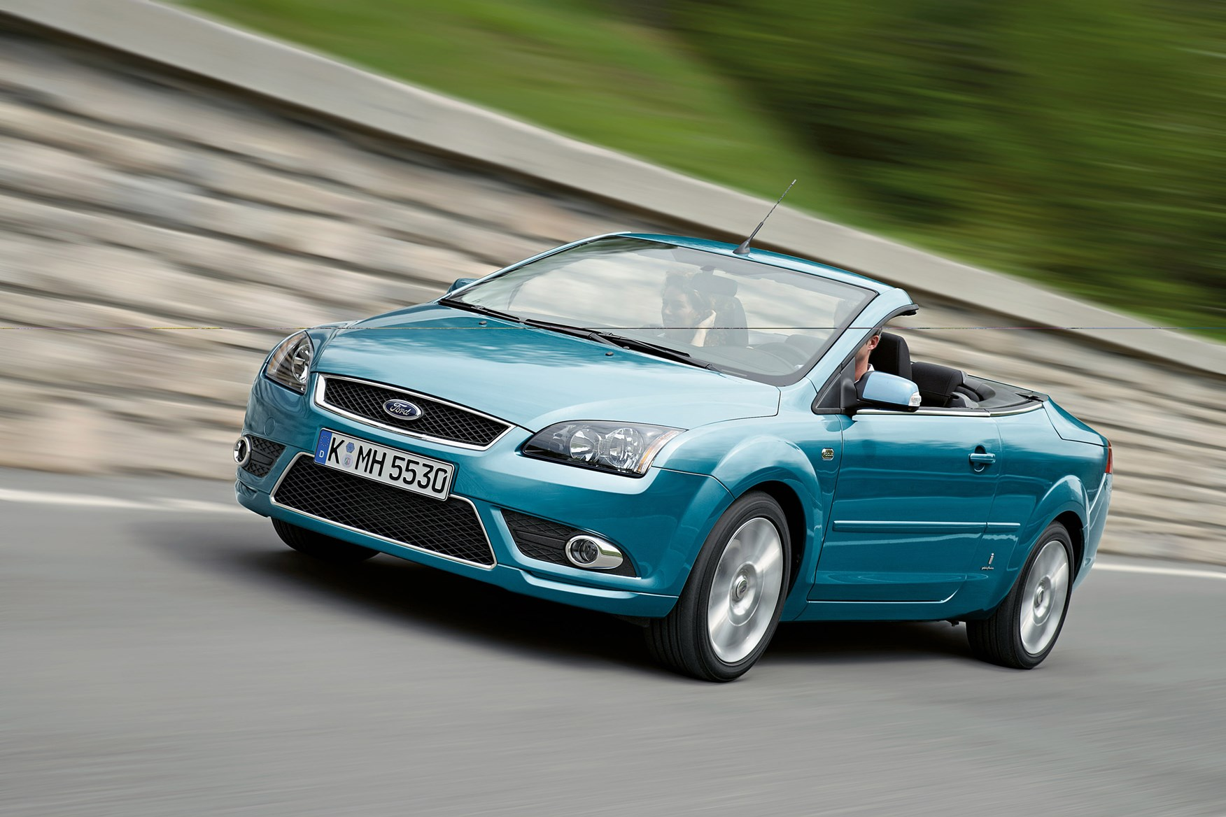 ford focus coup cabriolet 2006 2010 features. Black Bedroom Furniture Sets. Home Design Ideas