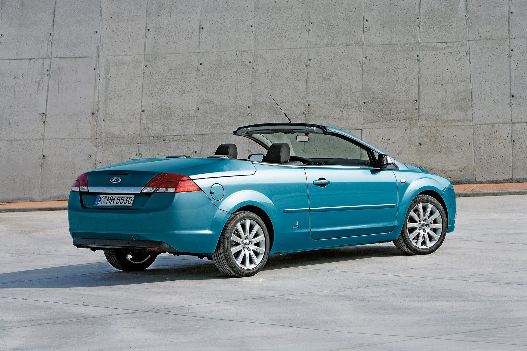 ford focus coup cabriolet 2006 2010 features equipment and accessories parkers. Black Bedroom Furniture Sets. Home Design Ideas