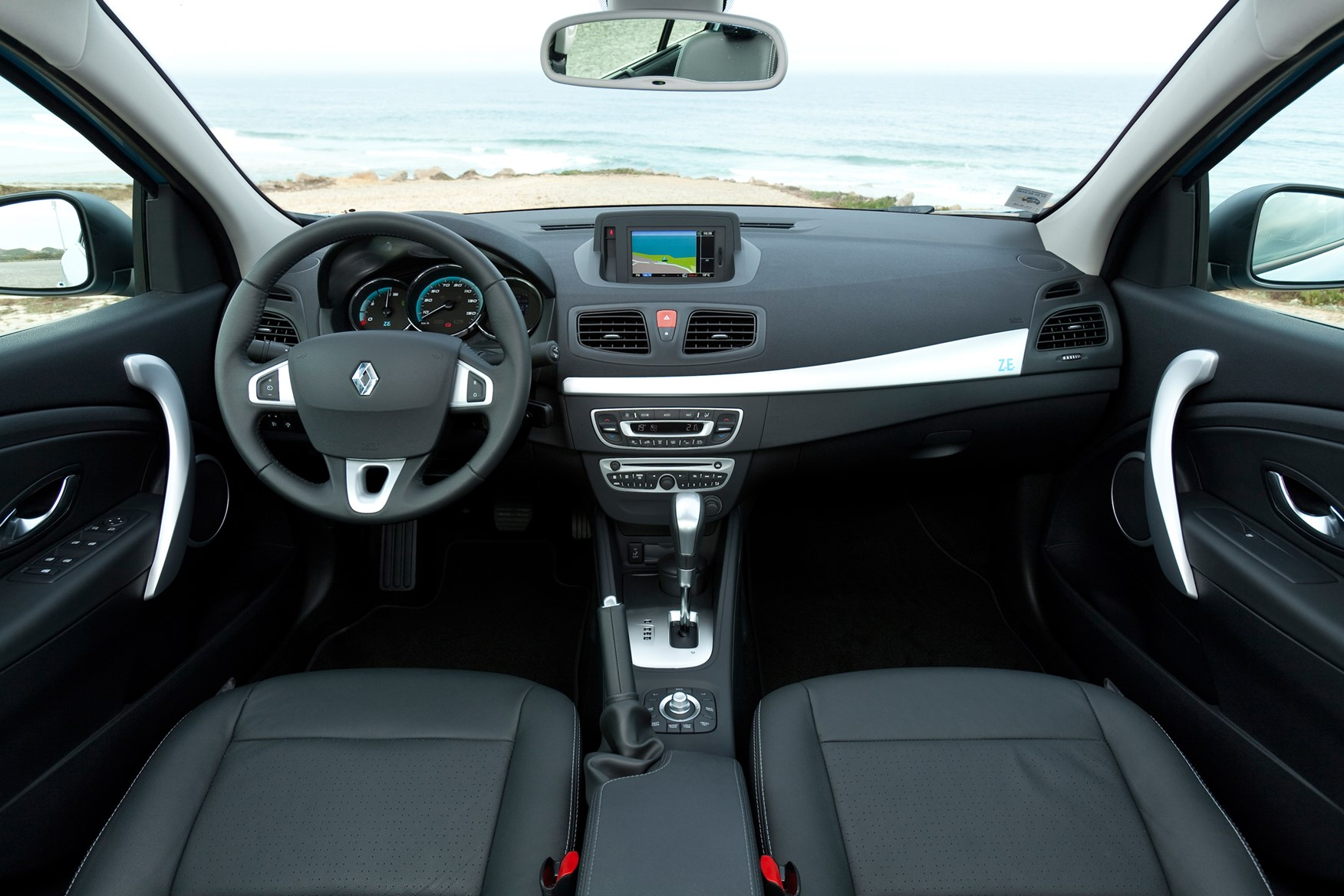Renault Fluence Saloon 2012 2013 Features Equipment And