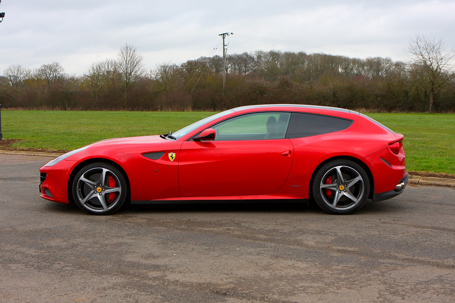 Ferrari Ff Coupe 2011 Features Equipment And Accessories Parkers