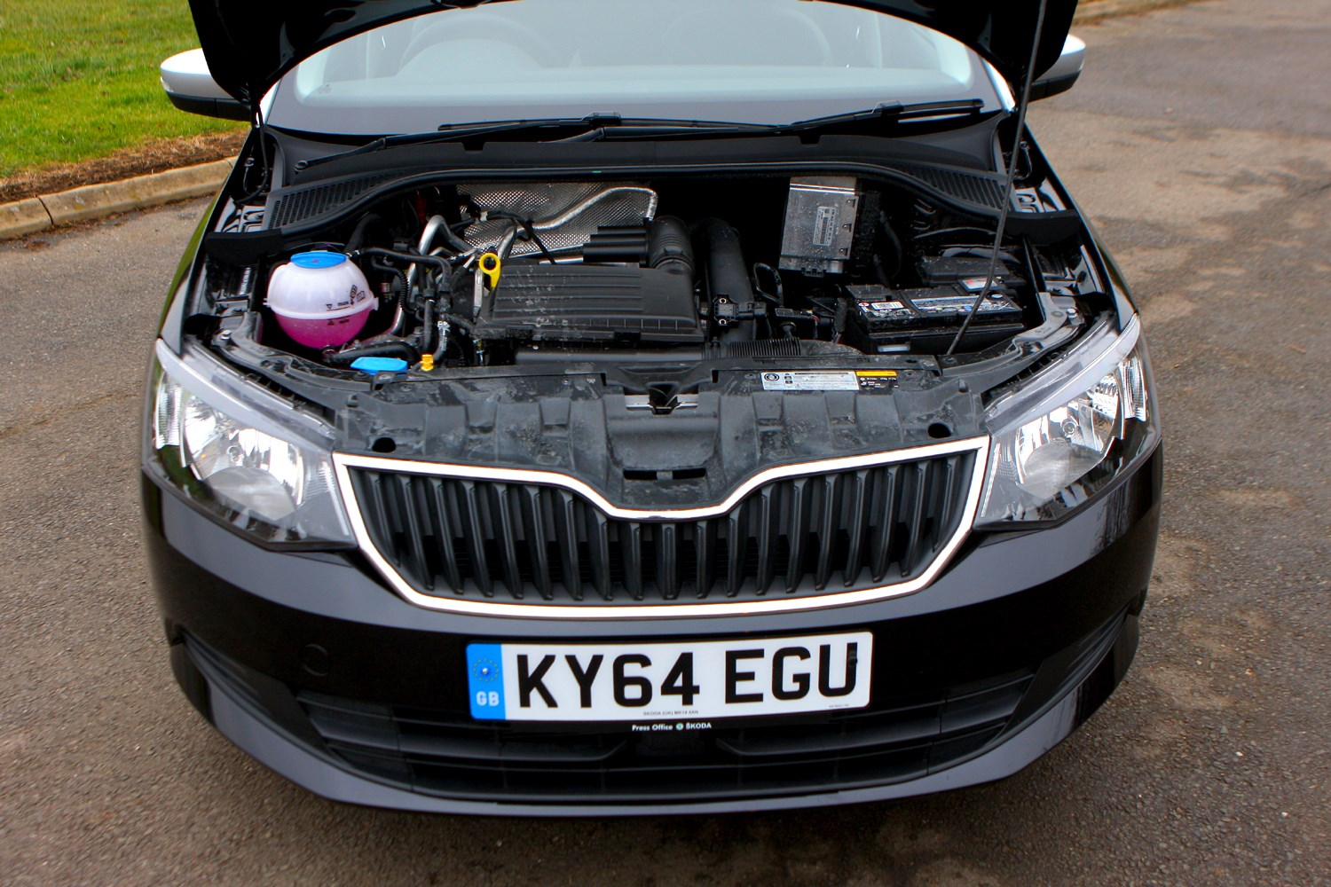 skoda fabia hatchback 2015 features equipment and