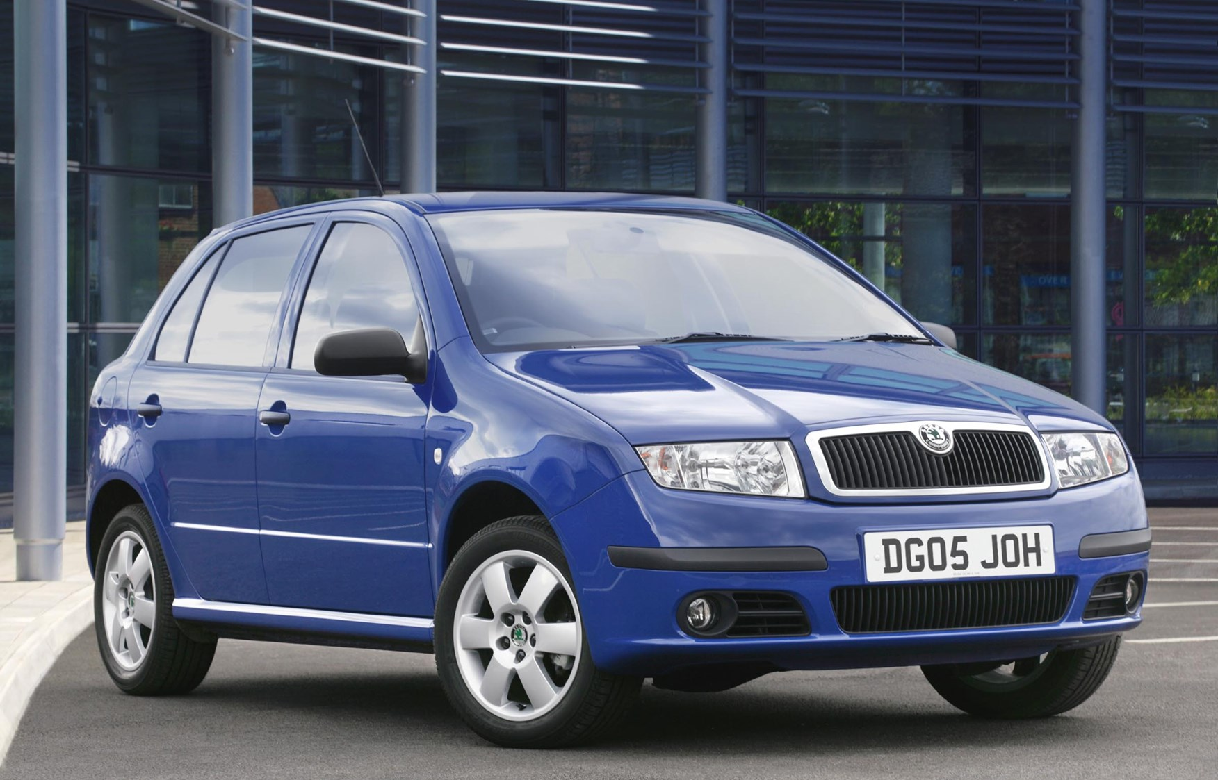 skoda fabia hatchback 2000 2007 features equipment and accessories parkers. Black Bedroom Furniture Sets. Home Design Ideas