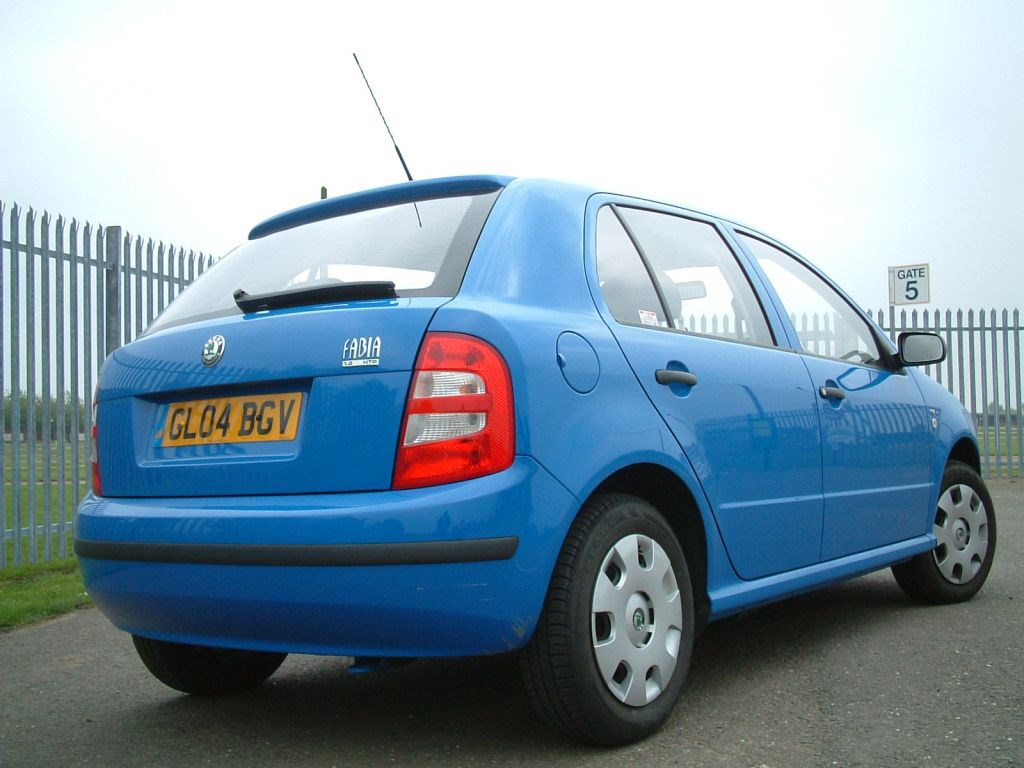 skoda fabia hatchback 2000 2007 features equipment