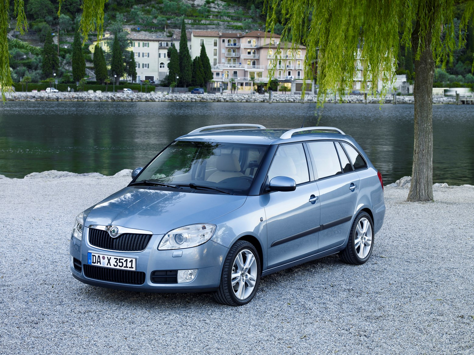 skoda fabia estate 2008 2014 features equipment and accessories parkers. Black Bedroom Furniture Sets. Home Design Ideas