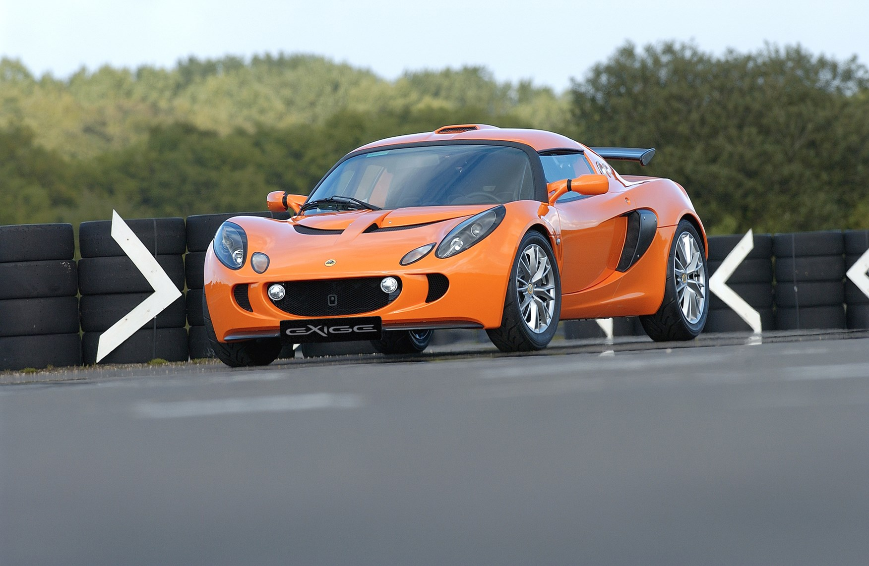 Lotus Exige Coupe (2004   ) Features, Equipment And Accessories | Parkers
