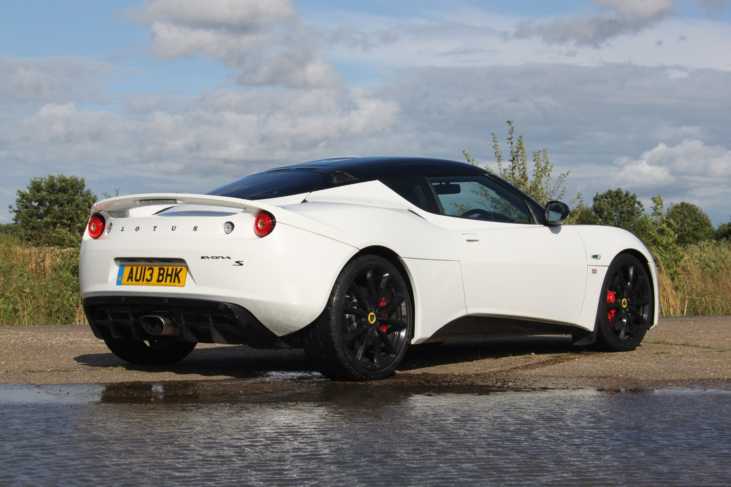lotus evora s 2011 2015 features equipment and accessories parkers. Black Bedroom Furniture Sets. Home Design Ideas