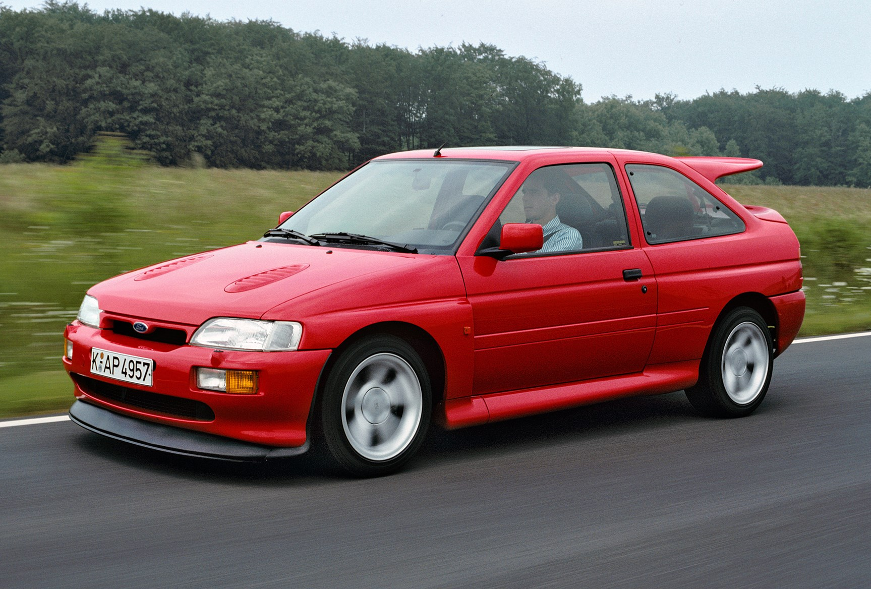 Ford Escort Hatchback Review (1990 - 2001) | Parkers