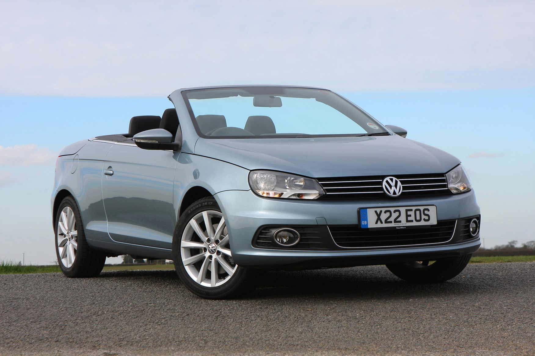 volkswagen eos coupe cabriolet review 2006 2014 parkers. Black Bedroom Furniture Sets. Home Design Ideas