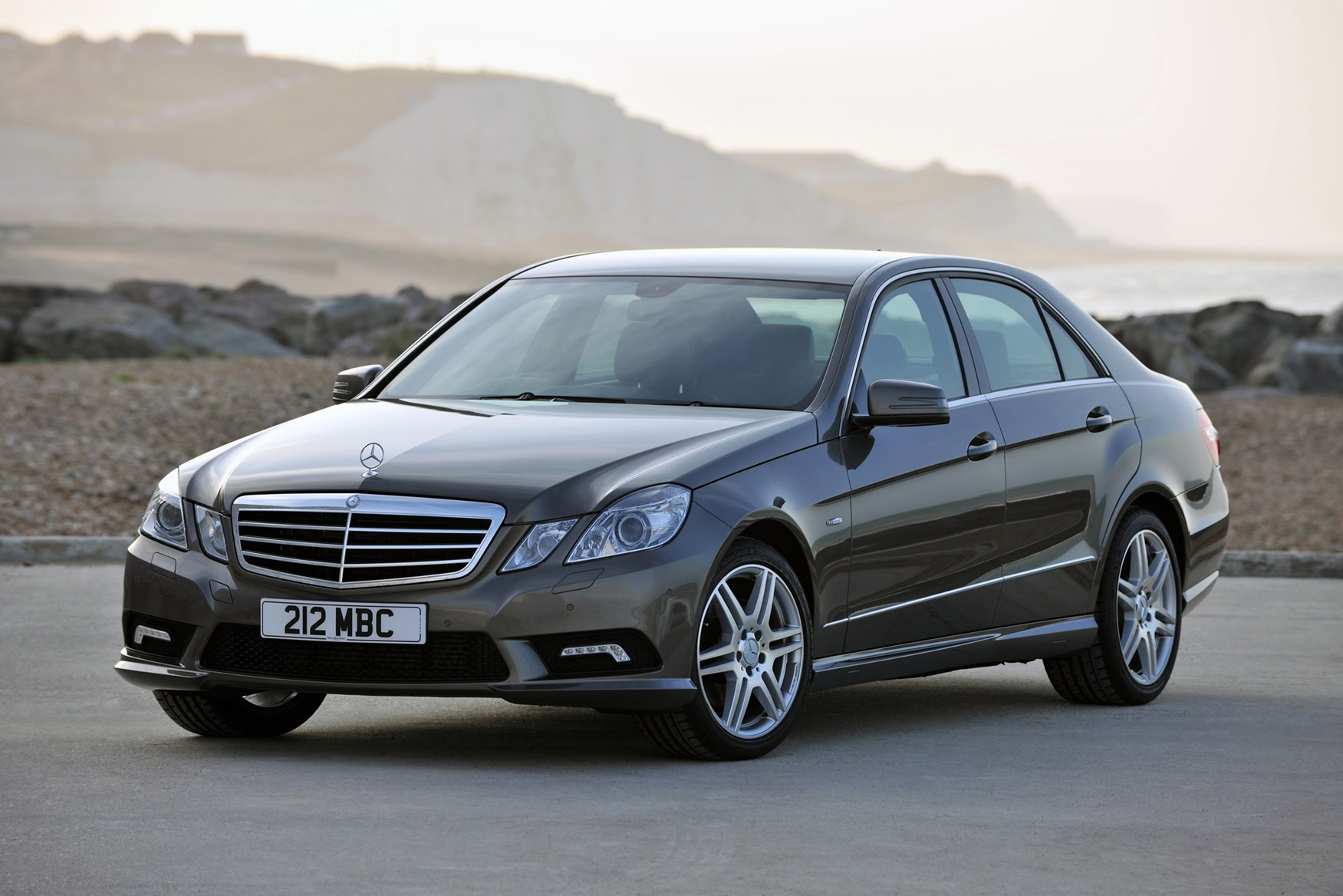 Mercedes benz e class saloon 2009 2016 features for How much is a mercedes benz e class