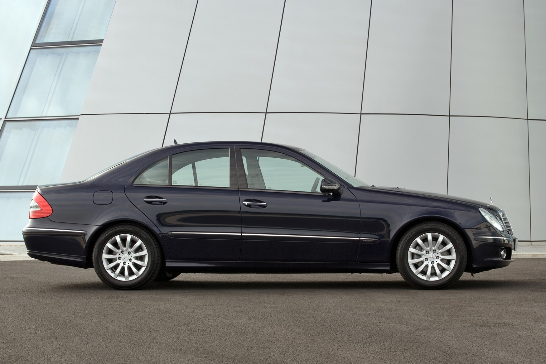 Mercedes benz e class saloon 2002 2008 features for How much is a mercedes benz e class